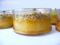 Douceur de Citron sous Crumble de Pistache ( 80 g de jus de citron, 30g de pistache non salées, 2 œufs ) meilleur mis au frais la veille