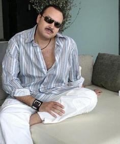 Hermoso de hombre mi Charrocanrolero Pepe Aguilar! ;-) Amo esta foto. =D