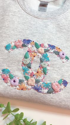 Basic Embroidery Stitches, Hand Embroidery Art, Embroidery On Clothes, Simple Embroidery, Embroidery Ideas, Chanel Sweater, Make Your Own Clothes, Chanel Logo, Handmade Crafts