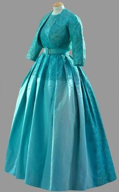Evening dress of turquoise ribbed silk and lace w bolero and belt Norman Hartnell Worn by Queen Elizabeth II for the Marriage of Princess Margaret at Westminster Abbey, 6 May Lovely Dresses, Beautiful Gowns, Beautiful Outfits, Vintage Dresses, Vintage Outfits, 1960s Fashion, Royal Fashion, Vintage Fashion, Girl Fashion