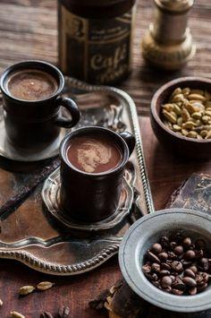 Kuum kohvijook šokolaadi ja kardemoniga by ise tehtud hästi tehtud Coffee Puns, Coffee Milk, Espresso Coffee, Coffee Cafe, Hot Coffee, Coffee Break, Morning Coffee, Coffee Shop, Decaf Coffee