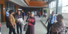 Indopress.id, Jakarta -Mengikuti langkah warga Bukit Duri yang melakukan class action pada Pemprov DKI Jakarta, warga Pasar Ikan yang juga menjadi korban penggusuran juga mendatangi Pengadilan Negeri Tinggi Negara (PTUN) Jakarta Pusat hari ini, Senin (3/10).  Didampingi oleh Lembaga Bantuan Hukum
