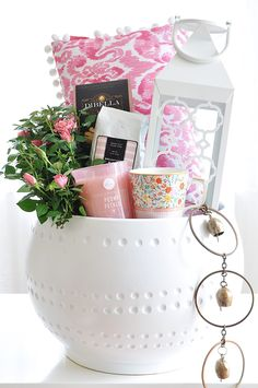 Mother's Day Gift Basket Idea - Spa at Home Mother's Day Gift Basket Idea - Spa at Home<br> Mother's Day gift baskets are great idea to treat mom on her special day! This DIY spa gift basket is the perfect gift for the busy mom in your life. Mothers Day Baskets, Mother's Day Gift Baskets, Diy Mothers Day Gifts, Mother Gifts, Raffle Baskets, Mothersday Gift Ideas, Gift Basket Ideas, Hamper Ideas, Mother Mother