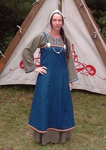 Apron dress based on the Hedeby find by Marie Chantal Cadieux.