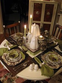 thankgiving tablescape brown and green
