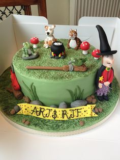 Room On The Broom Cake by Amy Wright 3rd Birthday Cakes, Birthday Ideas, Room On The Broom, School Cake, Cupcakes, Character Cakes, Baking With Kids, Frozen Cake, Halloween Cakes