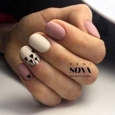 Для тех, кто ценит шик и изысканность Нюдовые ногти — это беспроигрышный вариант для тех, кто хочет выглядеть стильно и элегантно в любой ситуации. Маникюр в этом стиле отличается своей изысканностью, сдержанностью и женственностью. Такое оформление выгодно сочетается с любым стилем и цветом