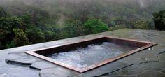 jacuzzi-extérieur-forêt-encastré-terrasse-dalles-ardoise