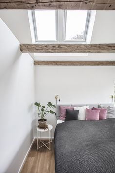 If you're looking for loft conversion idea to start planning for daylight in your loft conversion, VELUX can help you find your inspiration. Bedroom Flooring, Bedroom Wall, Bedroom Vintage, Modern Bedroom, Extensions, Build Your Own House, Roof Window, Design Your Dream House, Farmhouse Bedroom Decor