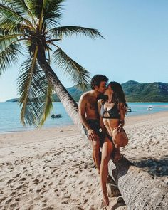 Brisbane To Cairns – 14 Day Queensland Road Trip - Travel Couple Beach Photography Poses, Beach Poses, Couple Photography, Cute Couples Goals, Couples In Love, Couple Goals, Beach Couples, Couple Beach Pictures, Couple Photos