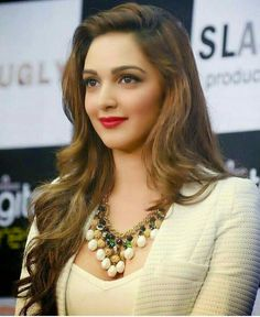 Acting Dunia is launching soon with auditions details Artist Hub Photoshoot and Many More. Wig Hairstyles, Straight Hairstyles, Wedding Hairstyles, Bangs Hairstyle, Hair Toppers, Kiara Advani, Actress Wallpaper, Human Hair Wigs, Bollywood Actress