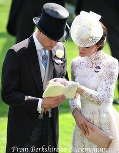 "From Berkshire to Buckingham : Princess Kate's ""Royal Wedding"" Ascot Ensemble William Kate, Prince William Et Kate, Princesa Kate, Duchesse Kate, English Royal Family, Isabel Ii, Kate Middleton Style, Royal Ascot, Royal Weddings"
