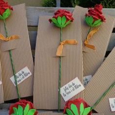 Rosa de sant jordi Más Flower Boxes, Diy Flowers, Fabric Flowers, Diy Projects For Kids, Diy For Kids, Crafts For Kids, Art Classroom Decor, St Georges Day, Diy And Crafts