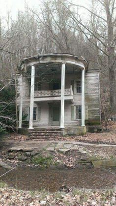 Abandoned home in Virginia. Sad and forgotten.