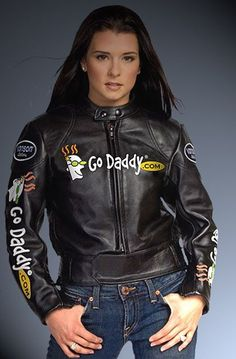 Danica Patrick Sue Patrick, Danica Patrick, Jeep Carros, Female Race Car Driver, Nascar Costume, Nascar Racing, Racing Team, Auto Racing, Ayrton Senna