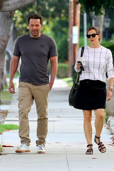 Ben Affleck and Jennifer Garner announced their plans to divorce back in June but it's almost as if they haven't really broken up at all. Brad Pitt Divorce, Jennifer Garner Elektra, Ben And Jen, Military Fashion, Military Style, Brad And Angelina, Dc Movies, Child Face, Famous Couples