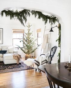 Breathtaking 42 Amazing Christmas Tree Decor Ideas To Perfect Your Living Room christmastreeinbasket Christmas Tree Guide, Christmas Tree In Basket, Noel Christmas, All Things Christmas, Christmas Tree Decorations, White Christmas, Christmas Cactus, Christmas 2019, Modern Christmas Decor