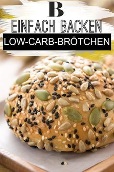 Wir backen leckere Low-Carb-Brötchen mit Floh- und L… Low carb bun recipe. We bake delicious low-carb rolls with flea and flax seeds, which are also rich in protein due to the addition of curd cheese and cream cheese. Low Carb Bun, Low Carb Bread, Bread Diet, Low Buns, Low Carb Recipes, Diet Recipes, Healthy Recipes, Protein Recipes, Diet Meals