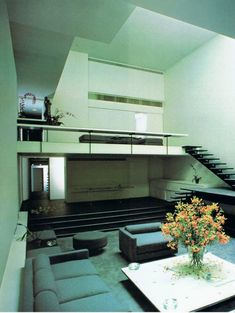 1974 Halston bought the Hirsch/Turner townhouse at 101 East 63 Street. Designed by architect Paul Rudolph 80s Interior Design, Mid-century Interior, Interior Architecture, Interior And Exterior, Living Room Designs, Living Spaces, Vintage Interiors, Modern Interiors, Walter Gropius