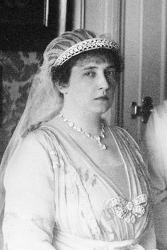 A closer look at the diamond bandeau tiara worn by Princess Anastasia of Greece in the previous pin, some sizeable diamonds held in an open-work bandeau.