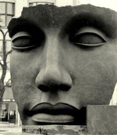Igor Mitoraj, sculpture.