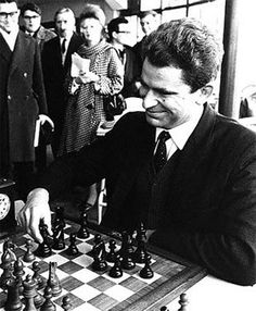 boris spassky, USSR, chess grandmaster - played against him in GUELPH at an exhibition History Of Chess, Chess Quotes, How To Play Chess, Art Through The Ages, Kings Game, Chess Players, Chess Pieces, Soviet Union, Best Games