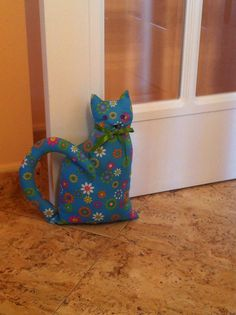 Gato sujeta puertas Cat Crafts, Arts And Crafts, Craft Projects, Sewing Projects, Door Stopper, Toy Craft, Cat Pattern, Sewing Toys, Stuffed Toys Patterns