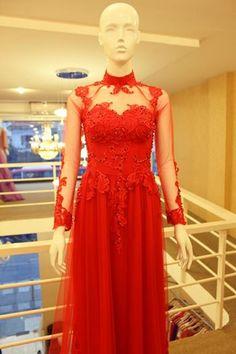 Chất liệu : Vải lưới đỏ Đính : ren, Pha lê, đá, hạt trai Sau lưng chữ V Ren, Ao Dai, One Shoulder, Formal Dresses, Style, Fashion, Moda, Formal Gowns, La Mode