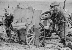 La Batalla por Madrid -Nov.1936 -Jul.1937 | Mundo Historia Los milicianos instalando un cañón de montaña Schneider 70-16