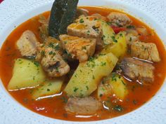 Marmitako de bonito Ana Sevilla olla GM Gm Olla, Fish Recipes, Healthy Recipes, Small Meals, Spanish Food, Thai Red Curry, Seafood, Good Food, Food And Drink