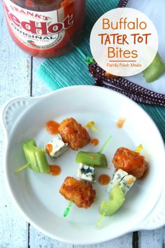 Buffalo Tater Tot Bites - Family Fresh Meals 5 TB butter 2 TB Frank's Red Hot sauce 2 TB honey 1 oz) bag frozen tater tots 1 inch pieces of celery ( about 2 large stalks) of blue cheese chunks Yummy Appetizers, Appetizers For Party, Appetizer Recipes, Appetizer Ideas, Party Recipes, Antipasto, Family Fresh Meals, Football Food, Kids Football