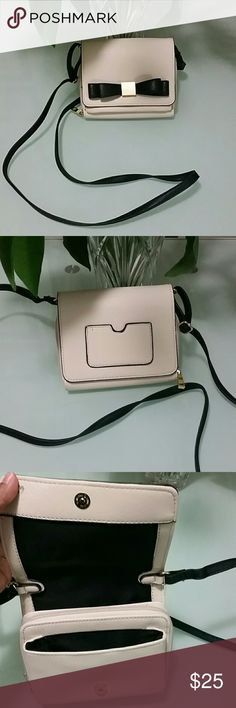 Merona crossbody bag Very pretty in nude color. Have multiple pockets . Easily accommodate big smart phones. 2 different pockets, slots for credit cards at least 3. Back pocket for ID or lisence. Crossbody strap that is adjustable. Merona Bags Crossbody Bags