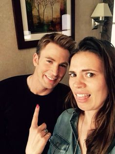 Hayley Atwell (Agent Peggy Carter) visiting Chris Evans on the set of Captain America: Civil War Peggy Carter, Capitan America Chris Evans, Chris Evans Captain America, Marvel Comics, Marvel Dc, Marvel Gems, Marvel Funny, Marvel Heroes, Stan Lee
