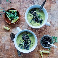 Vanløse blues.....: Cremet broccolisuppe med pesto linser og ristet chiabrød ( V + GF )
