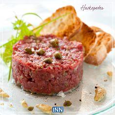 Hackepeter (carne bovina crua temperada) Post COMES E BEBES DA OKTOBERFEST via http://blogdeviagem.innbativel.com.br/culinaria-e-receitas/comes-e-bebes-da-oktoberfest/