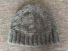 お待たせしました!すでに完成していましたが、なかなか編み図を書く時間がとれなくて、遅くなってしまいました^^;かぎ針で編むなわ編み模様のニット帽です^^ダイソーのナチュラルウールという糸を使いました。玉の状態で触った感じ、そんなに固く感じな