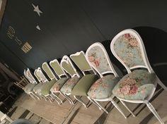 Klassieke stoelen gestoffeerd in verschillende combinaties. Het houtwerk is ook behandeld door Oud is Nieuw.