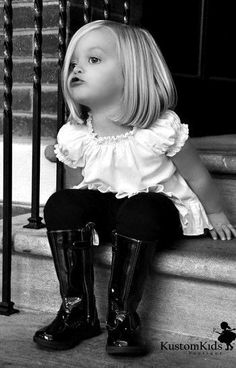 Adorable little girl fashionista.the boots. Cool Baby, Baby Love, Baby Baby, Beautiful Children, Beautiful Babies, Cute Kids, Cute Babies, Little Ones, Little Girls