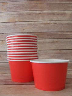 Red Paper Ice Cream Bowls These are great for ice cream, popcorn, treats, cupcakes, Holds 8 oz Comes with a clear dome lid