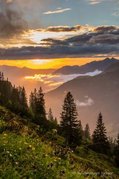 Glühende Wolken Bergen, Magic, In This Moment, Country, Sunsets, Switzerland, Nature, Parenting, Travel