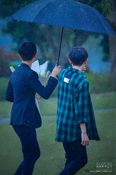 Vì em che mưa, che nắng, che chở một đời