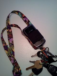 Free lanyard pattern with cell phone holder
