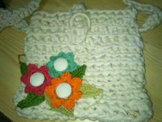 bandolera trapillo con flores crochet y botones