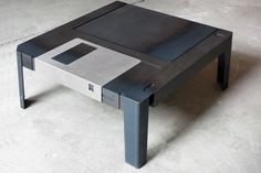 The Floppytable, a table inspired by the floppy disc.