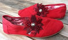 Red and Cameo Flocktail Shoe Clip! Cute for Spring Toms! Flocktails.com