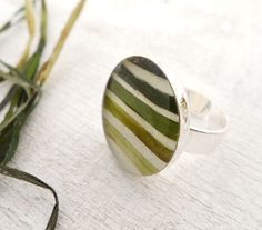b0dc8cd219f0f0d1761e441b78400ec8--resin-ring-resin-jewellery.jpg (570×500)