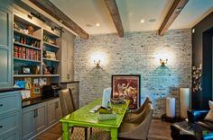 Белый кирпич в интерьере в кухни, гостиной и спальни на фото