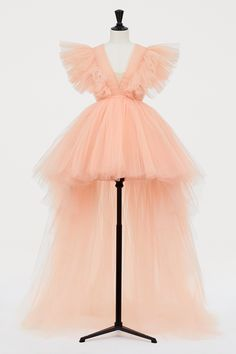 Peach Tulle High Low Dress with Train by Giambattista Valli for H&M. Love the sleeves and low v-neck. Kpop Fashion Outfits, Stage Outfits, Mode Outfits, Fashion Dresses, Vogue Dresses, Tulle Dress, Dress Up, Fancy Dress, Girls Dresses