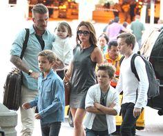 David Beckham and Victoria Beckham's kids miss LA. David E Victoria Beckham, Victoria Beckham Stil, Victoria And David, David Beckham Kids, David Beckham Photos, Celebrity Houses, Celebrity Dads, Celebrity Style, Spice Girls