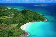 Seychelles, Las Seychelles, oficialmente la República de las Seychelles es un grupo de 115 islas ubicadas en el océano Índico, al noreste de Madagascar, con una superficie total de 455 km². Pertenece a la Mancomunidad de Naciones